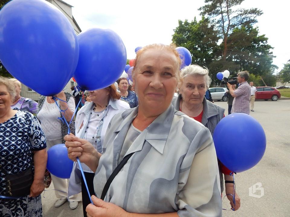 Колонну ветеранов  возглавила  Нина  Брызгалина
