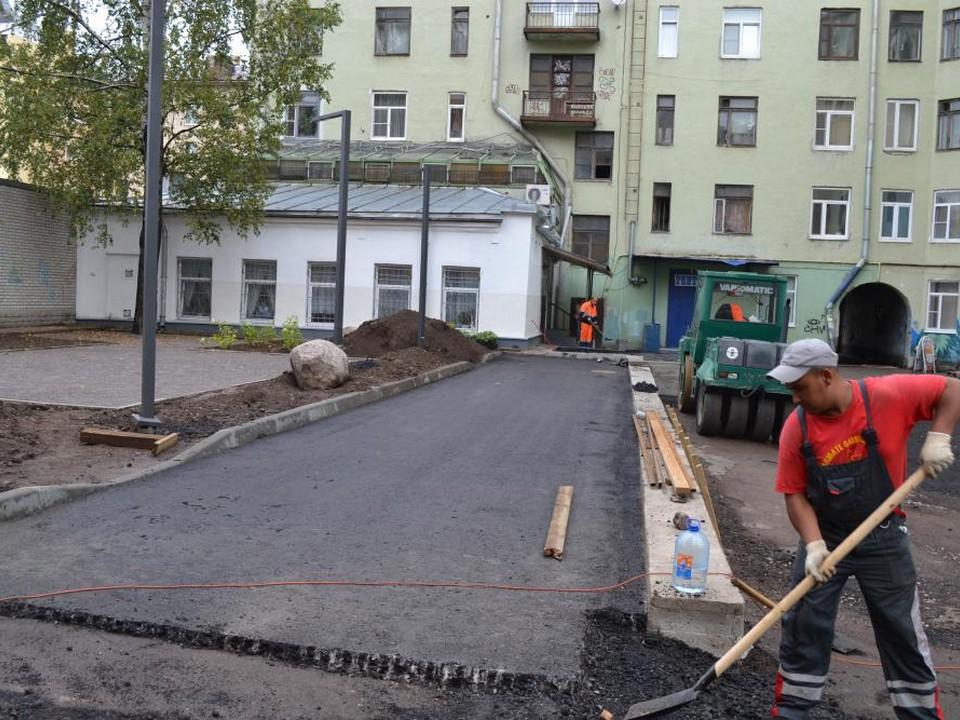 Общий двор домов №№ 22, 24, 28 по пр. Ленина и дома № 3 по ул. Мира