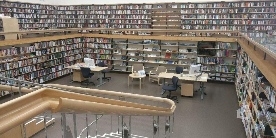 В библиотеке Алвара Аалто
