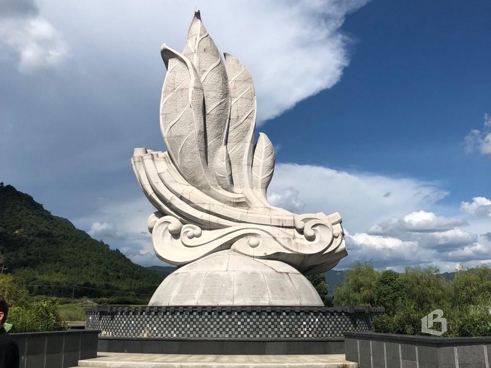 Памятник  в честь  Великого чайного  пути  установлен  в 2014  году