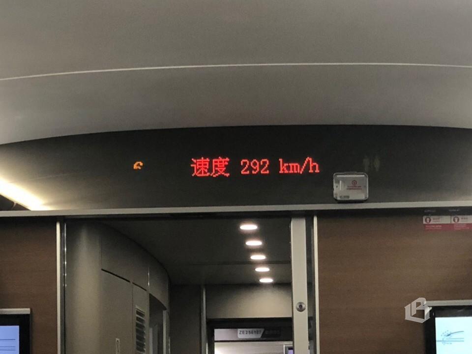 Поезда легко разгоняются до 300 км/ч...