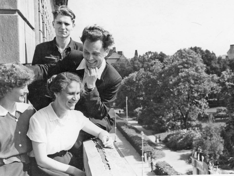 1958 год.  РК ВЛКСМ.  На переднем плане  Николай Шугалей  и Зоя  Королева