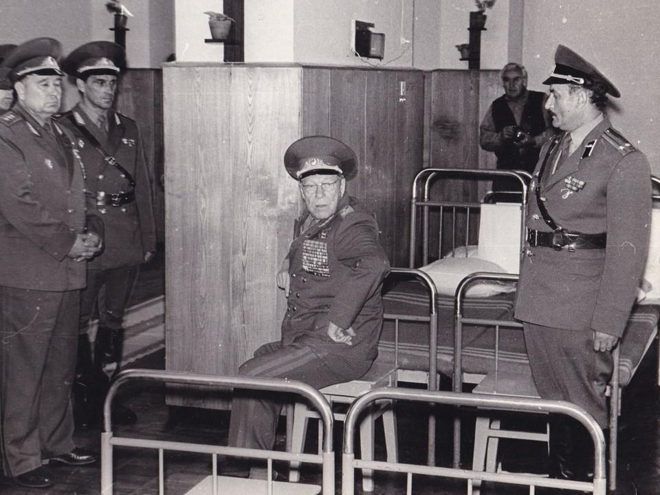 Министр  обороны СССР  Д. Ф. Устинов с инспекцией в Каменке