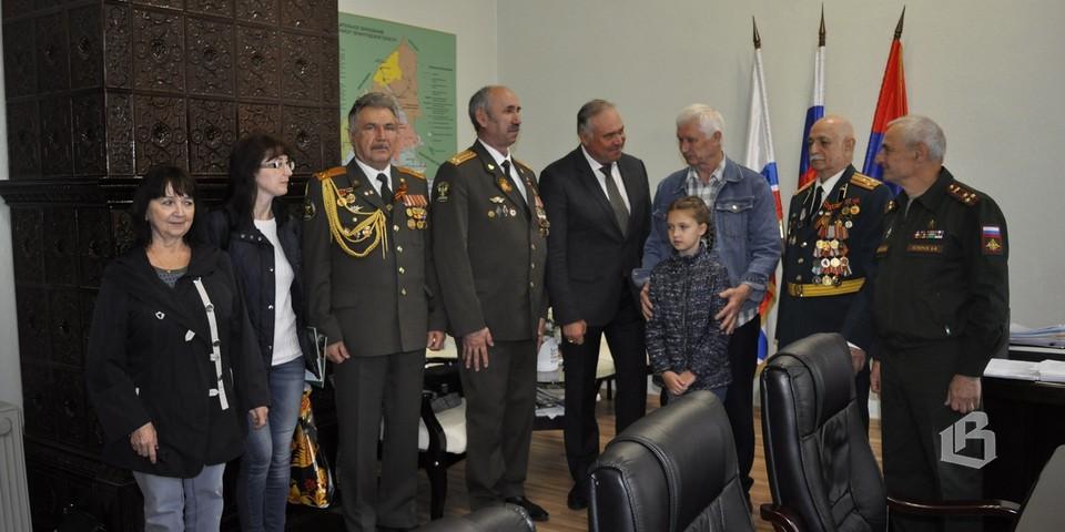 проходящий офицеры герои ленинградской области фото изложении