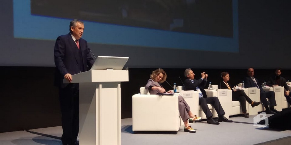 Александр Дрозденко на бизнес-форуме