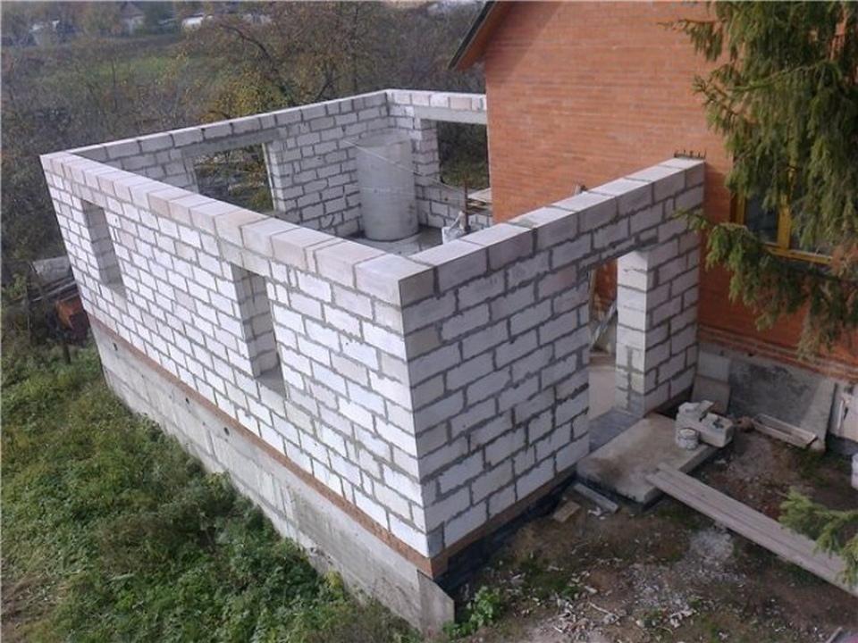 пристрой из блоков к деревянному дому