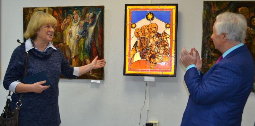 """В галерее ВЦ """"Эрмитаж-Выборг"""" открылась рождественская выставка"""