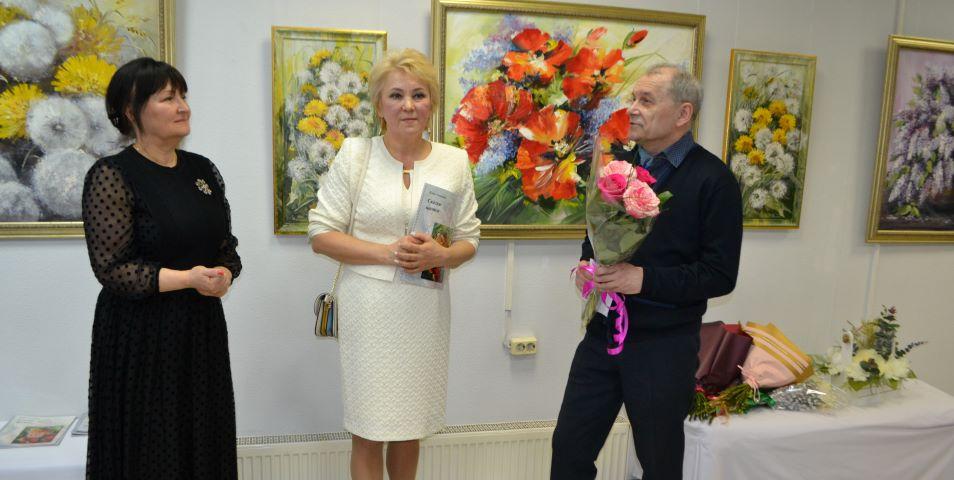 Елена Тепляшова поздравила женщин Выборга и отметила свой юбилей новой выставкой