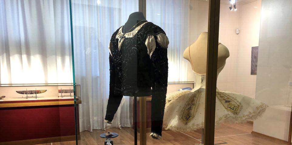 В выборгском Эрмитаже выставили костюмы Цискаридзе и Вишневой