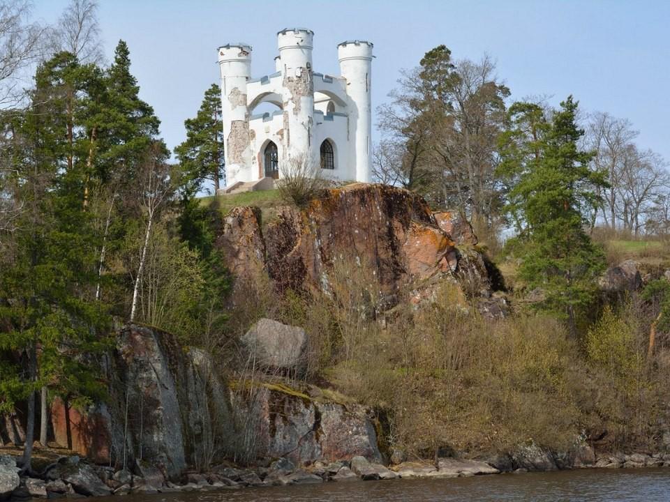Капелла-усыпальница на острове Людвигштайн