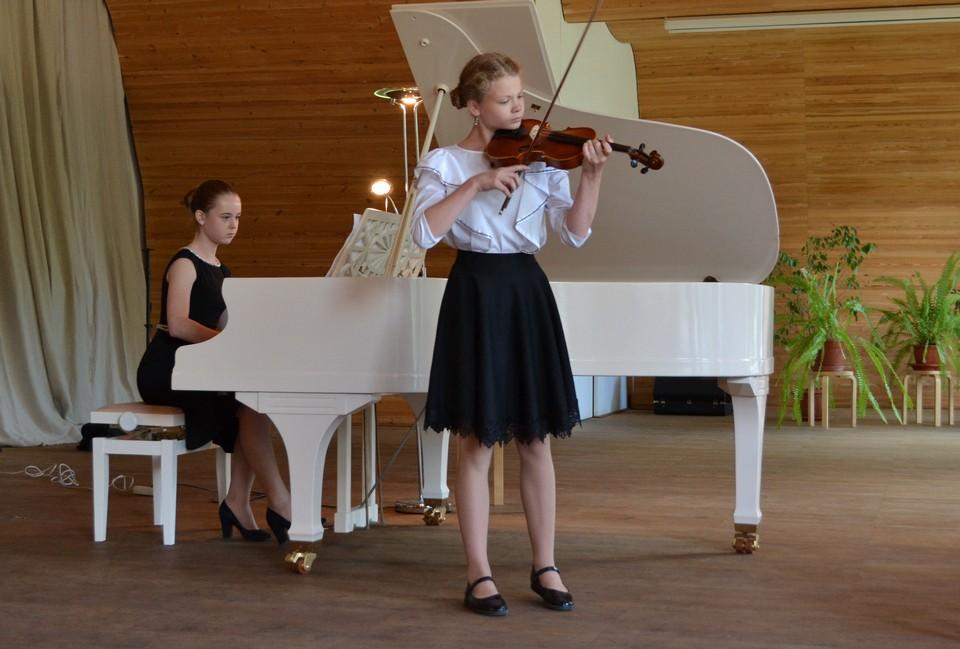 Камерный ансамбль: Богаткина Снежана (скрипка) - Банина Анна (фортепиано), Рощино - Первомайское