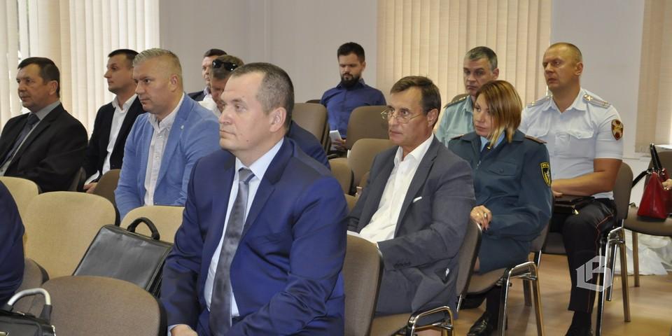 Представители служб, обеспечивающих безопасность в Выборгском районе на заседании антитеррористической комиссии
