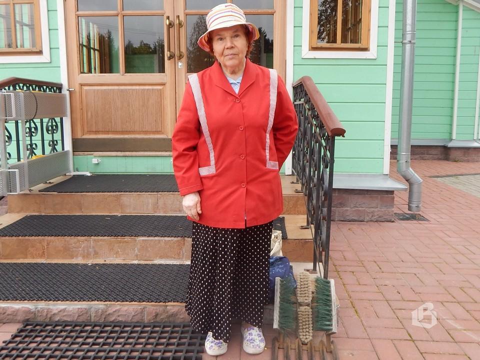 Надежда Комарова,  приезжая к сестре,  всегда заходит в храм